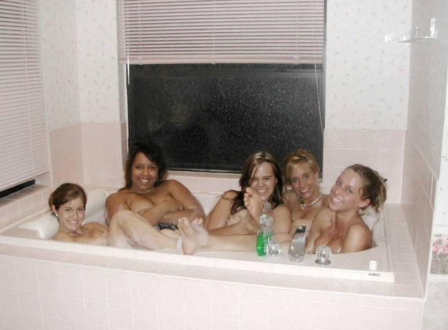 Scary Picture of 5 Girls in a Tub and a Maniac Behind